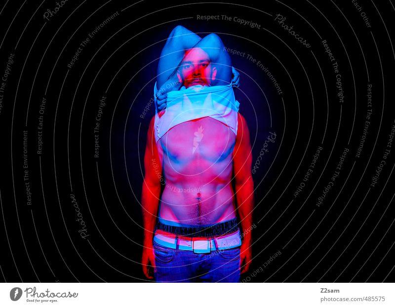 MPS elegant Stil maskulin Junger Mann Jugendliche 30-45 Jahre Erwachsene Jeanshose Gürtel Bewegung stehen träumen sportlich dunkel gruselig kalt verrückt