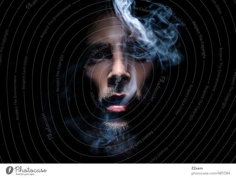 laster 2 elegant maskulin Junger Mann Jugendliche 18-30 Jahre Erwachsene Bart Rauchen Coolness dunkel gruselig kalt nah trashig träumen Genusssucht Gelassenheit