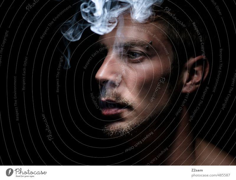 laster Jugendliche ruhig Junger Mann Erwachsene dunkel kalt Gesundheit träumen maskulin elegant genießen Coolness Trauer Rauchen Bart Gelassenheit