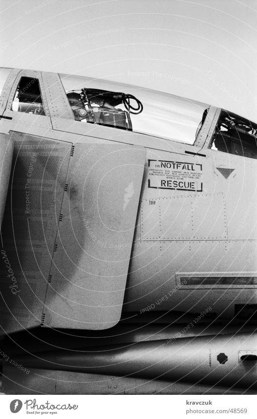 Jagdflieger gezähmt Flugzeug nah kämpfen Hochformat Tornado Flugschau Malta Schleudersitz Militärflugzeuge