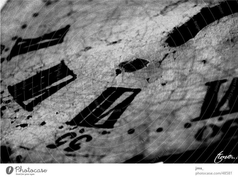 Zahn der Zeit Uhr rustikal weiß Ziffern & Zahlen alt schwars