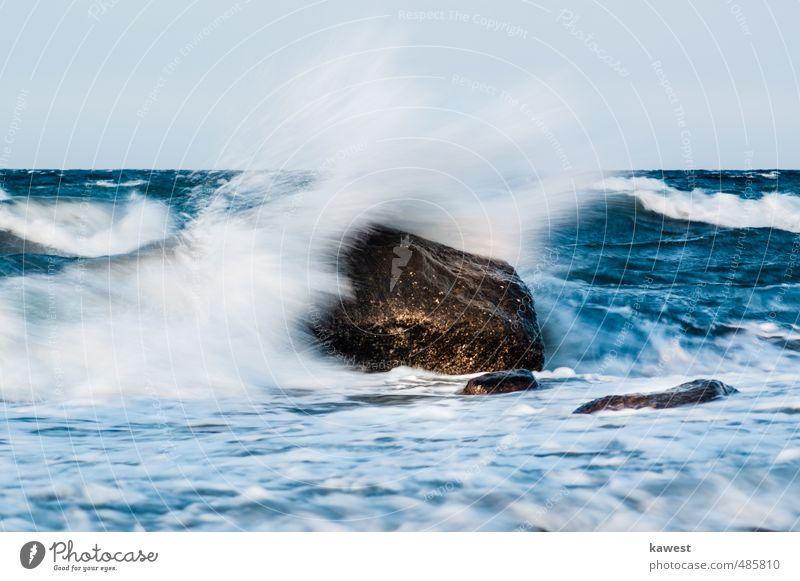 Stein in der Brandung Natur Ferien & Urlaub & Reisen blau Wasser weiß Sommer Meer Umwelt Freiheit Horizont braun Wetter Wellen gold Wind