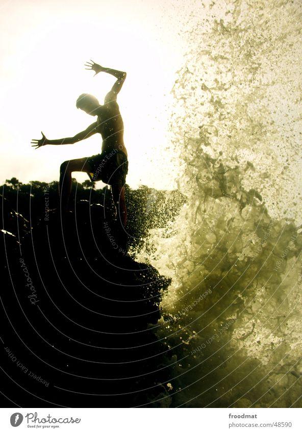 swoosh Gegenlicht Aktion Wellen Meer Brasilien Küste Wasser spritzen Silhouette Schatten gewaltig Felsen Sonne sun shadow water Dynamik