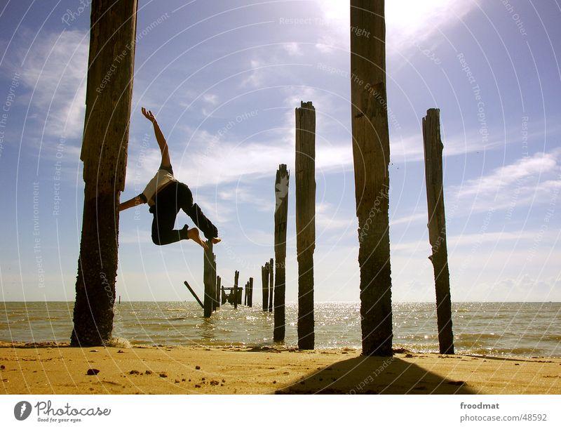 another jump springen Steg Gegenlicht Meer Brasilien Himmel Strand Aktion Ausgelassenheit Tourismus Ferien & Urlaub & Reisen wandern unterwegs hüpfen Vogel