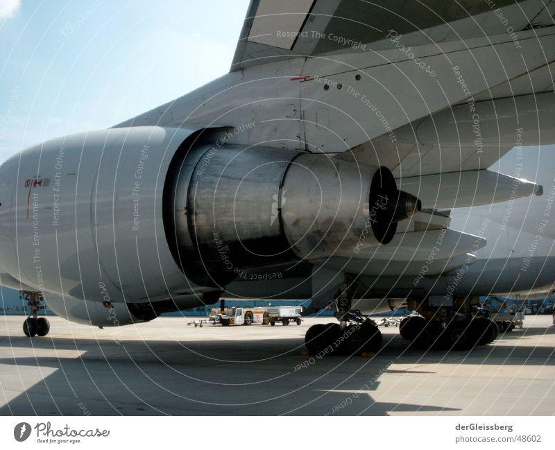 Vertrauen, confidence Einsamkeit Freiheit Kraft Flugzeug Sicherheit Energiewirtschaft Luftverkehr Flügel Maschine Motor Leistung Düsenflugzeug Triebwerke