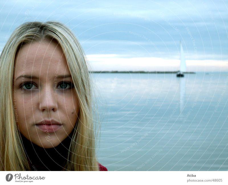 Am See ... #2 Frau Wasser schön Himmel blau rot kalt Herbst blond süß geheimnisvoll Pullover Österreich Rollkragenpullover