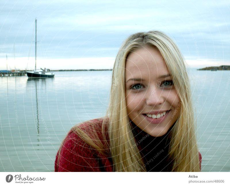 Am See ... #3 Frau Wasser schön Himmel blau rot kalt Herbst blond süß geheimnisvoll Pullover Österreich Rollkragenpullover