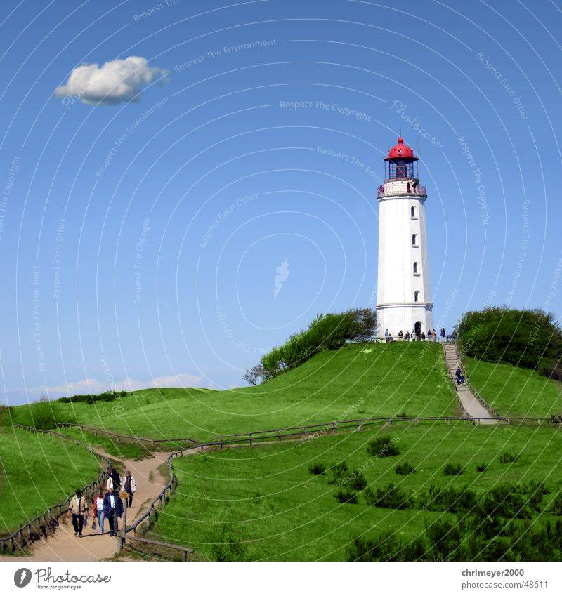 Leuchtturm Dornbusch Wasser Himmel blau Ferien & Urlaub & Reisen Wolken Küste Insel Schifffahrt Tourist Navigation Rügen Kumulus Leuchtfeuer Hiddensee