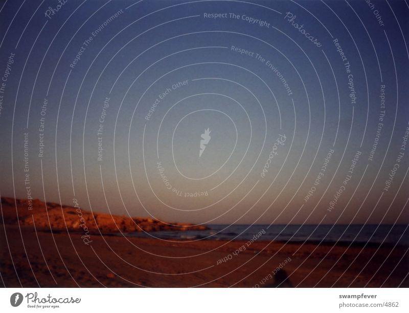 La Costa Küste Spanien Costa Blanca Meer Strand Ferien & Urlaub & Reisen Abend roter Stein Felsen Sand Abenddämmerung Himmel Torrevieja Alicante Rocio del Mar