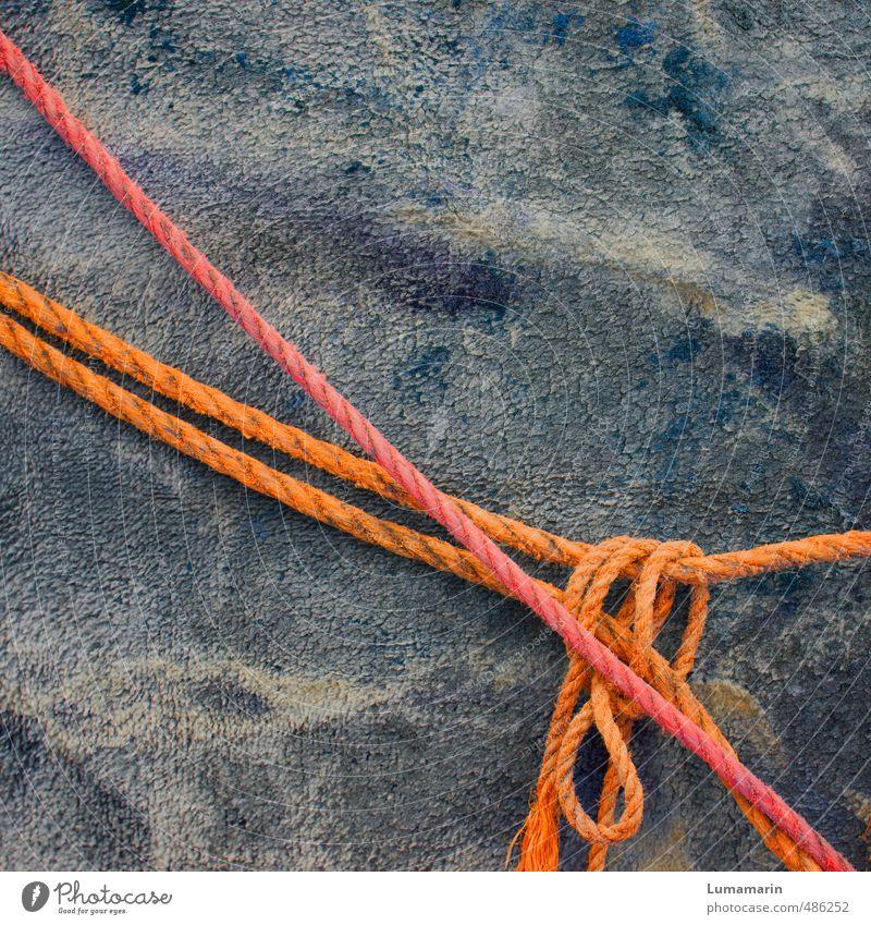 lose verbandelt Seil hängen liegen alt einfach lang nah grau orange rot Partnerschaft Kontakt Sicherheit Zusammenhalt Knoten Schleife Schlaufe 2 Halt haltend