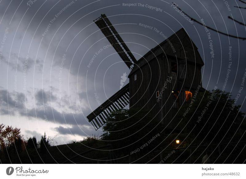 Muehlenhof Dämmerung Mühle Licht Wolken Abend Lichtschein