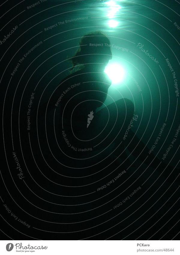 Drowned III tauchen dunkel gefährlich ertrinken Frau Licht Unterwasseraufnahme bedrohlich ertrunken Wasser Schwimmen & Baden