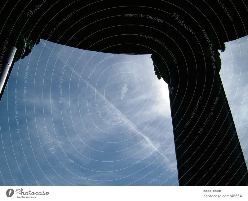 Säule im Licht Michaeliskirche verziert Gegenlicht Wolken Außenaufnahme Gotteshäuser historisch Detailaufnahme Deutschland Religion & Glaube Sonne hell