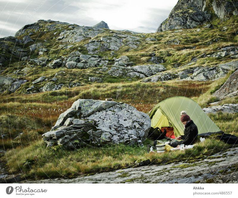 hinterm Felsen Mensch Natur Ferien & Urlaub & Reisen Erholung Landschaft ruhig Ferne Berge u. Gebirge Wege & Pfade Freiheit träumen Stimmung Zufriedenheit