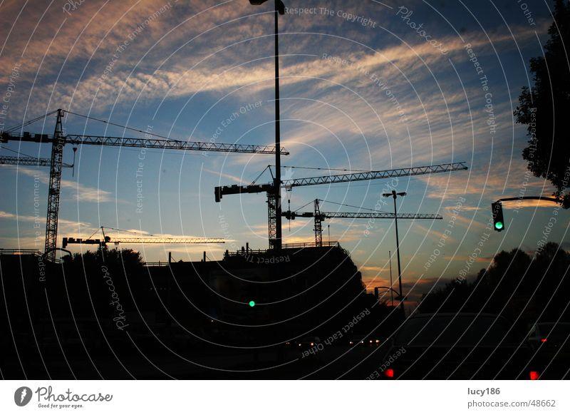 Hamburg Eiffestraße Kran dunkel schwarz Dämmerung Ampel Gegenlicht Sonnenuntergang Laterne Silhouette blau