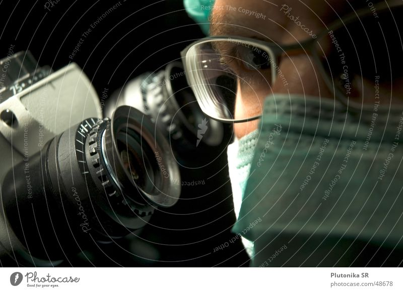 Makro vom Dr. am Mikro Brille Mikroskop dunkel Operation Maske zeiss Linse glasses microscope mask Nase nose
