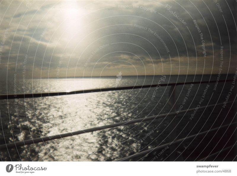 Die Überfahrt England Ärmelkanal Meer Reling Calais Dover Frankreich Channel Wasser Sonne