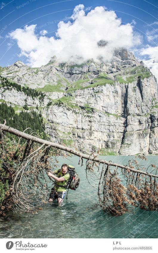 wenn das Wasser über die Nacht steigt Mensch Jugendliche Mann Baum Junger Mann 18-30 Jahre Erwachsene Berge u. Gebirge gehen maskulin wandern nass Fitness Alpen