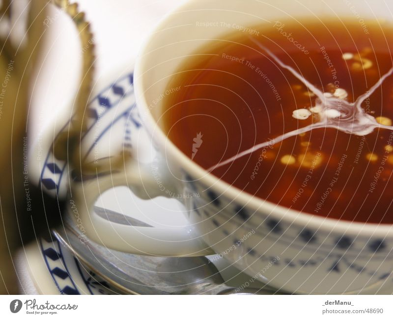Ostfriesentee Kannen Milch Sahne Muster Tasse Messing aufsteigen schön Landkreis Friesland weiß Tragegriff Löffel Gesundheit Wolken Getränk trinken Tradition