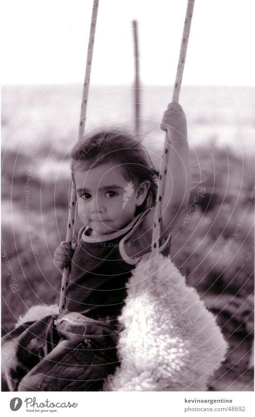 Die Tochter von Don Aguero Kind Mädchen Schaukel Argentinien