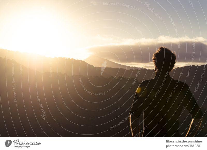 ein tag NUR für mich. Jugendliche Ferien & Urlaub & Reisen Mann Sommer Sonne Erholung Einsamkeit Landschaft Ferne Junger Mann Wald Erwachsene Umwelt Berge u. Gebirge Leben Freiheit
