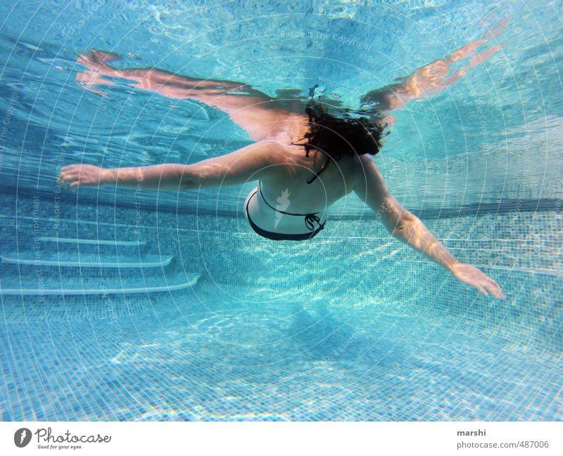 900 | schwerelos Freizeit & Hobby Sport Wassersport Mensch feminin Junge Frau Erwachsene Körper 1 30-45 Jahre Gefühle Stimmung Schwimmbad Schwimmen & Baden