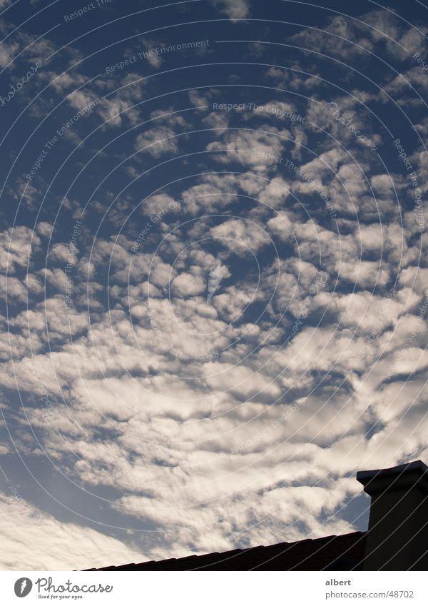 Himmelsreich Wolken Kumulus Dach Sommer blau Schornstein