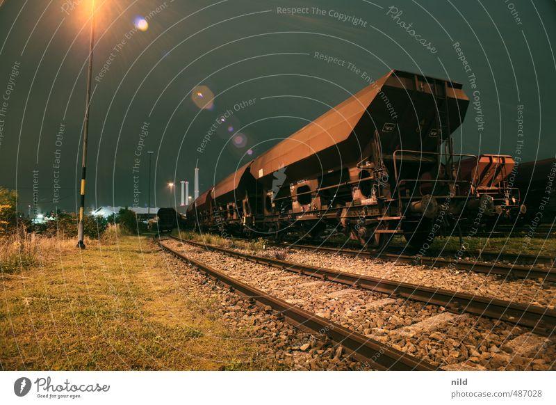 Abstellgleis Verkehr Verkehrsmittel Verkehrswege Güterverkehr & Logistik Schienenverkehr Güterzug Gleise braun Eisenbahn Eisenbahnwaggon Farbfoto Außenaufnahme