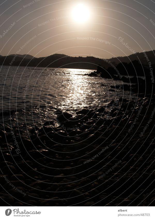 Malles Sonnenuntergang Dämmerung Strand Meer Mallorca Paguera dunkel Wasser