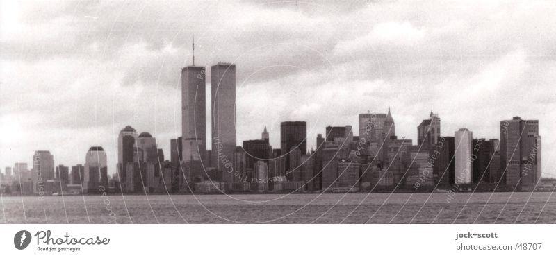 New York 90 Ferien & Urlaub & Reisen Stadt Wolken schwarz Umwelt Küste Gebäude grau Zeit Energiewirtschaft Kraft trist Hochhaus Trauer Vergangenheit Skyline