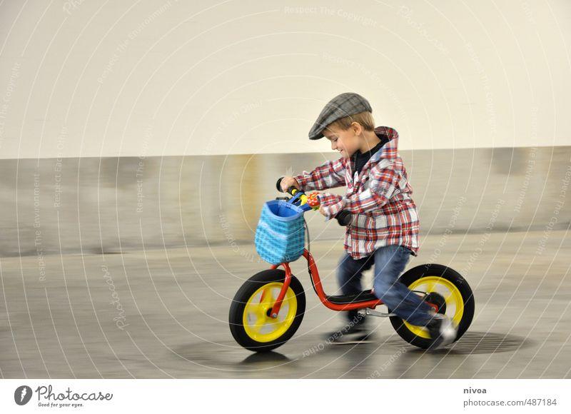 rasant Mensch Kind Wand Sport Bewegung Junge Mauer Freiheit Glück Stein Metall träumen maskulin blond Kindheit Fahrrad