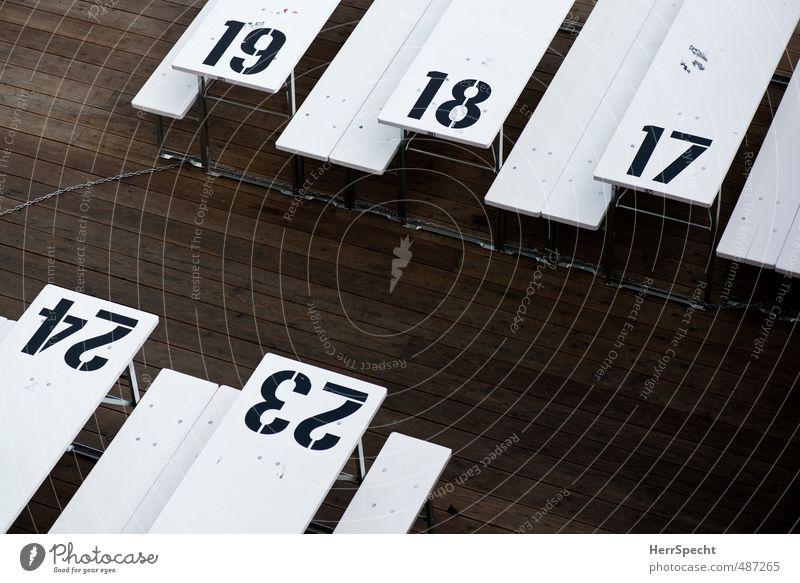 Adventskalender? Tourismus Sommer Restaurant ausgehen Feste & Feiern Stadt Holz Ziffern & Zahlen braun schwarz weiß Ordnung abgezählt Tisch Bank Biertische