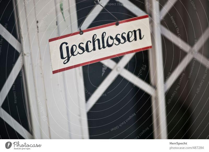 Klipp & klar Wien Stadtzentrum Fußgängerzone Menschenleer Haus Gebäude Tür Glas Metall Schriftzeichen Schilder & Markierungen Hinweisschild Warnschild alt