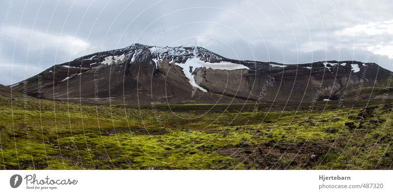 Moos wandern Umwelt Natur Landschaft Pflanze Himmel Wolken Herbst Felsen Berge u. Gebirge Schneebedeckte Gipfel Insel Island atmen frieren genießen ästhetisch