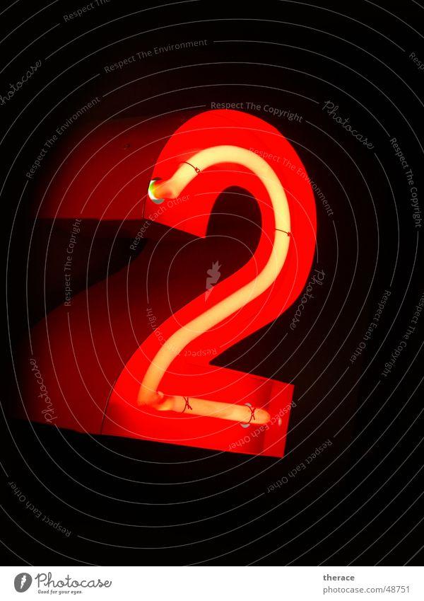 Profil 2 rot Lampe 2 Schriftzeichen Ziffern & Zahlen Werbung Typographie Neonlicht Zarge
