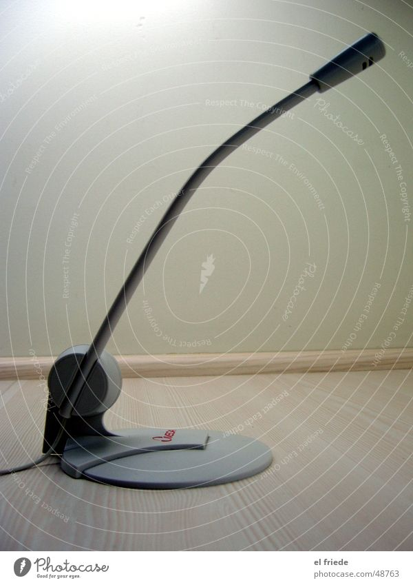 Mikrofon Omega Telefongespräch dunkel Langeweile Elektrisches Gerät Chatten online microphone kommunkation communication calling Elektronik Kabel