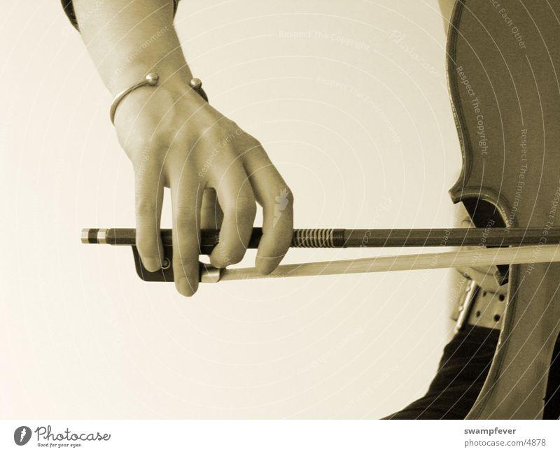 Cellistin II Cello Hand Finger Armreif Holz Musikinstrument Freizeit & Hobby Bogen