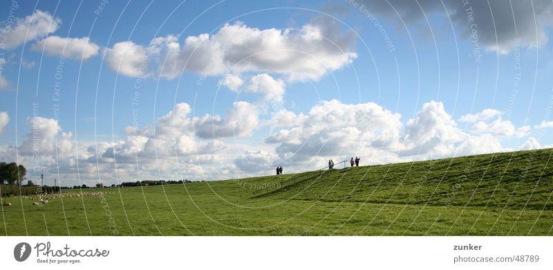 Sonntag am Deich Mensch Himmel Sonne grün blau Wolken Ferne Wiese Gras Horizont Fluss Schaf Bach Pflanze