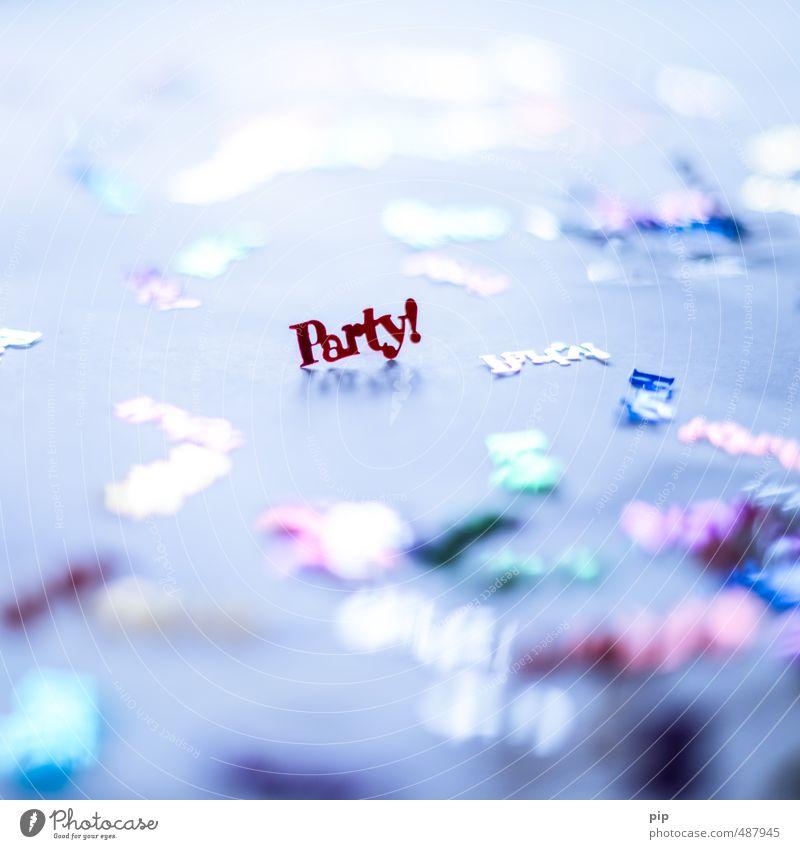 feierlaune Party Feste & Feiern Karneval Geburtstag Lametta Konfetti Partystimmung Partyraum glänzend Typographie Kitsch Stimmung Farbfoto mehrfarbig