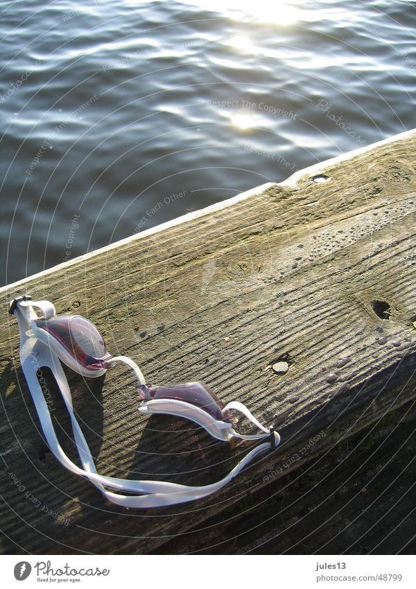 abtauchen1 Meer See Steg Holz Licht frisch Reflexion & Spiegelung Wasser Anschnitt Detailaufnahme am morgen Fröhlichkeit Sonne Schwimmen & Baden