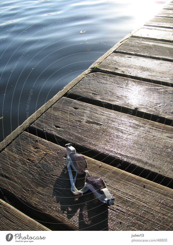 abtauchen2 Meer See Steg Holz Licht frisch Reflexion & Spiegelung Wasser Anschnitt Detailaufnahme am morgen Fröhlichkeit Sonne Schwimmen & Baden
