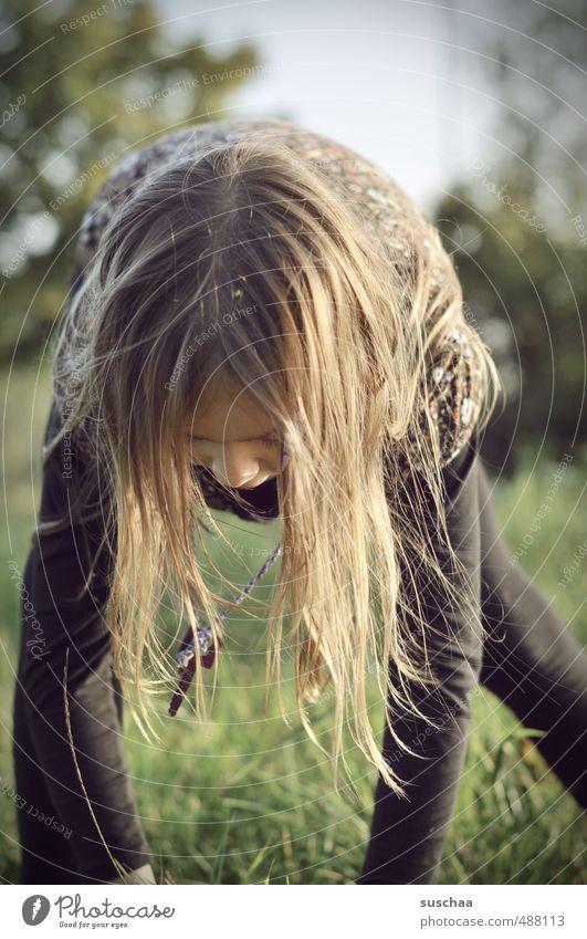 natürlich | sein feminin Kind Mädchen Kindheit Körper Kopf Haare & Frisuren Nase Arme Beine 1 Mensch 8-13 Jahre Natur Sommer Klima Schönes Wetter Gras sportlich
