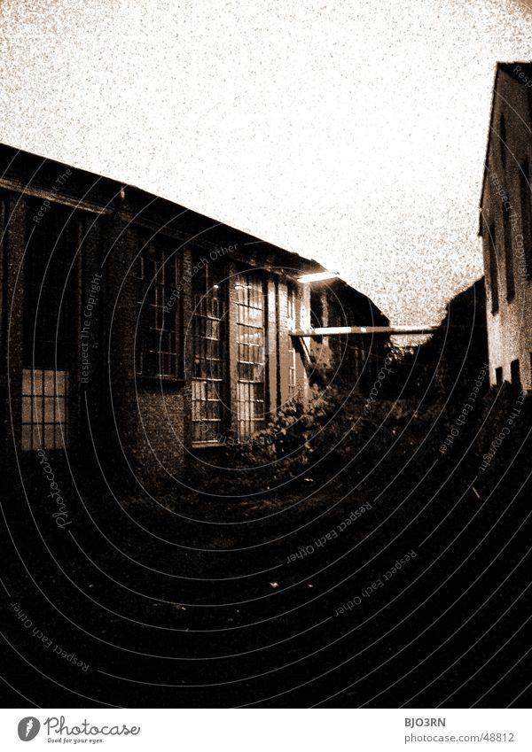the lost #09 Fabrik dunkel Gebäude Nacht Lagerhalle Haus Dach Industriefotografie Abend Landkreis Osnabrück Kontrast