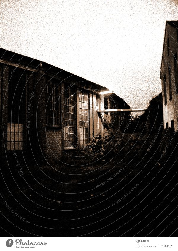 the lost #09 Haus dunkel Gebäude Industriefotografie Fabrik Dach Lagerhalle Landkreis Osnabrück