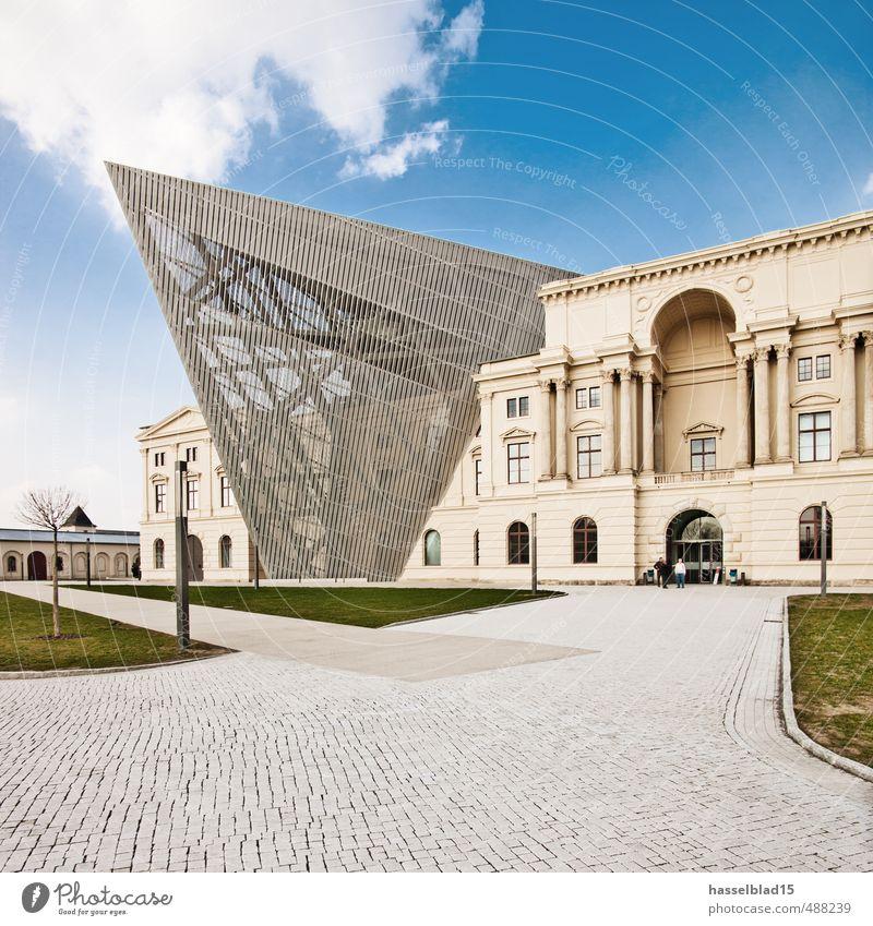 Keil Himmel Sommer Sonne Haus Architektur außergewöhnlich Lifestyle Deutschland Metall Fassade Design elegant modern ästhetisch Spitze kaputt