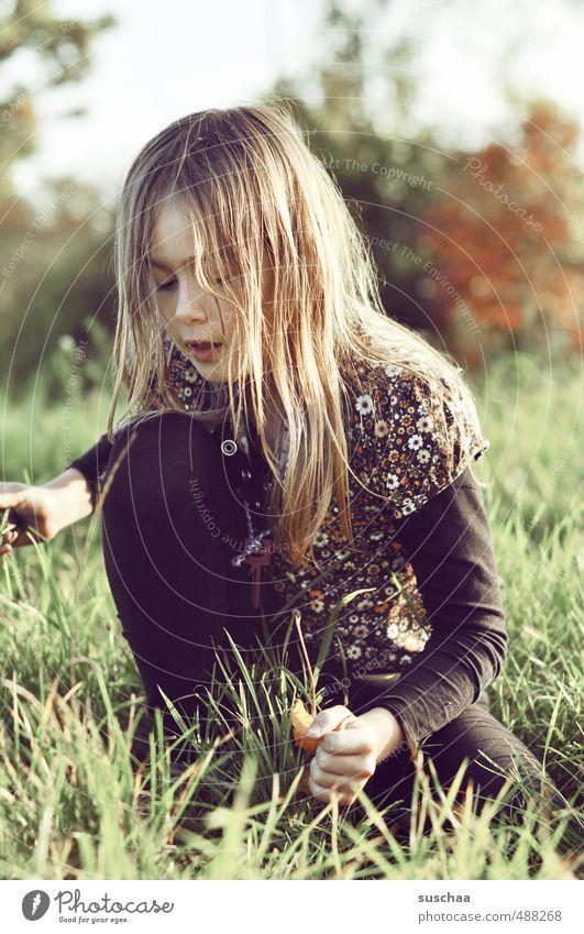 foto mit mädchen Kind Mädchen Kindheit Körper Haut Kopf Haare & Frisuren Gesicht Auge Nase Mund Lippen Arme Hand Finger 1 Mensch 8-13 Jahre Umwelt Natur Luft