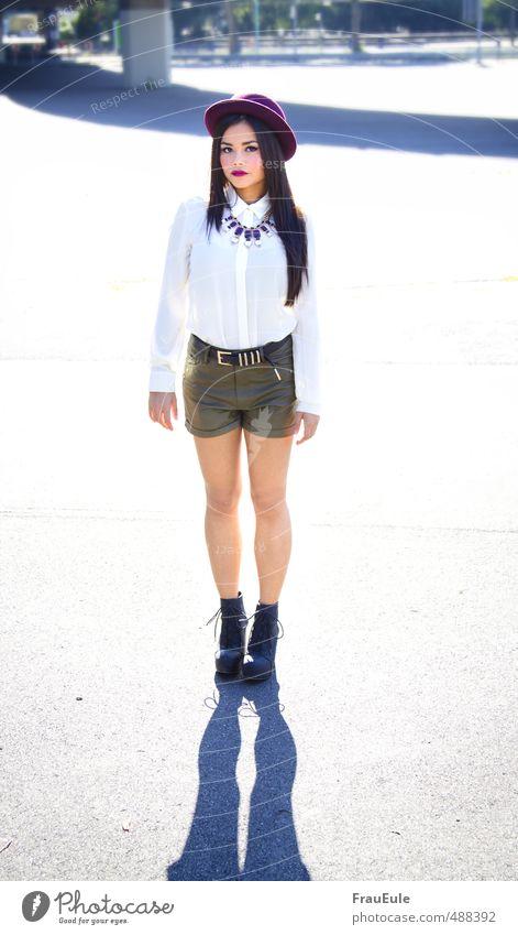 jenny feminin Junge Frau Jugendliche 1 Mensch 18-30 Jahre Erwachsene Leder Hut brünett langhaarig stehen Mode Halskette Stiefel Lederhose Asiate Parkplatz