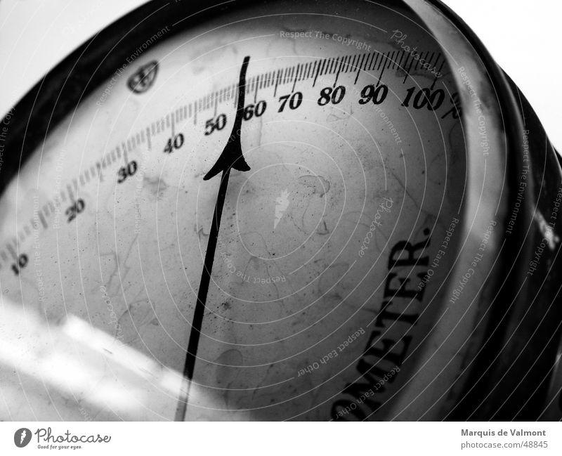 Analog lebt länger... alt Wetter rund analog historisch feucht Anzeige Messinstrument Skala staubig Uhr