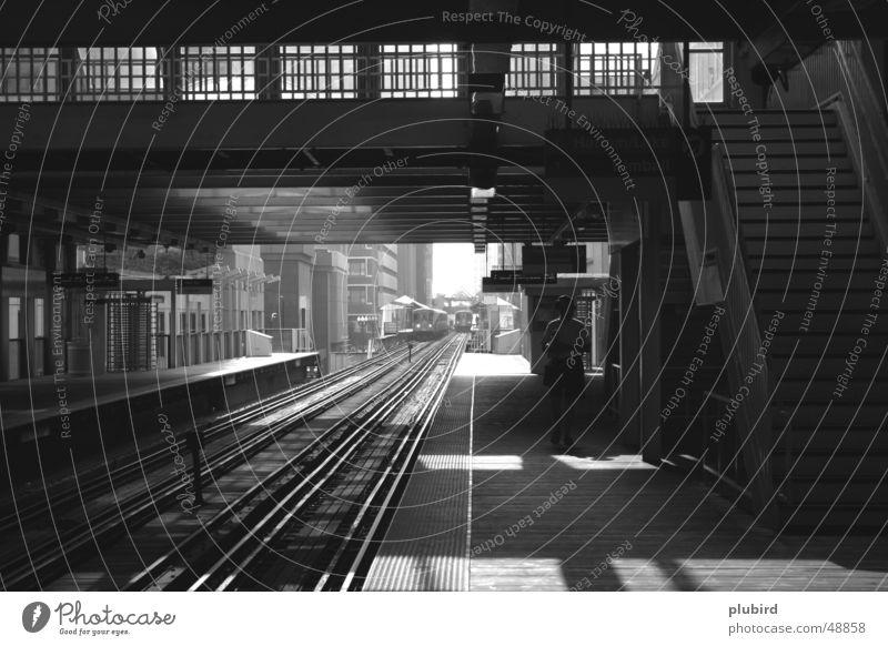 The Loop - Chicago Eisenbahn S-Bahn schwarz weiß Bahnsteig Stadt Ausdauer U-Bahn straßenbahen Schwarzweißfoto track train warten geduldig