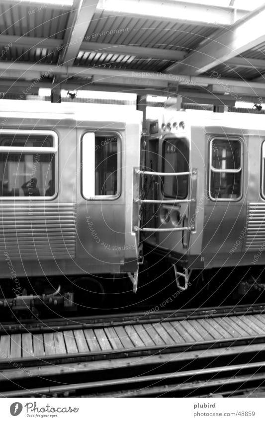 CTA Train - Chicago Wagen schwarz weiß Eisenbahn train wagon Schwarzweißfoto